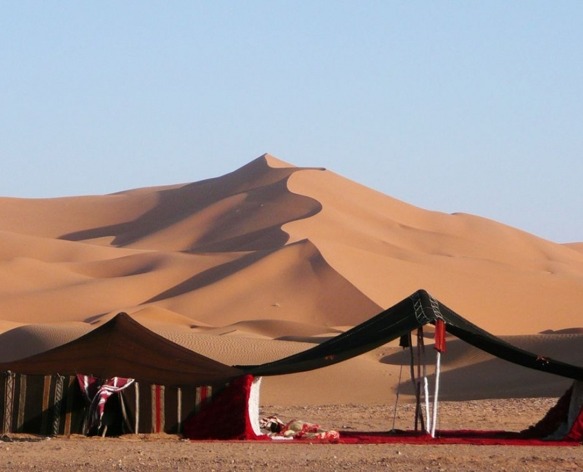 Habitations de nomades dans le Sahara à proximité de Marrakech Maroc
